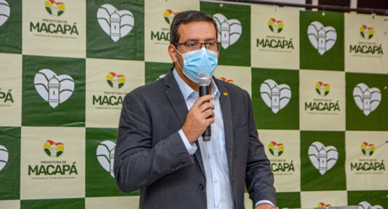 Prefeito de Macapá anuncia pagamento do piso salarial aos professores municipais