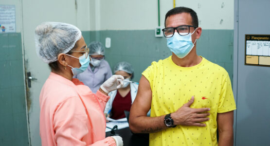 Mais de 400 mil macapaenses receberam a dose da vacina contra Covid-19