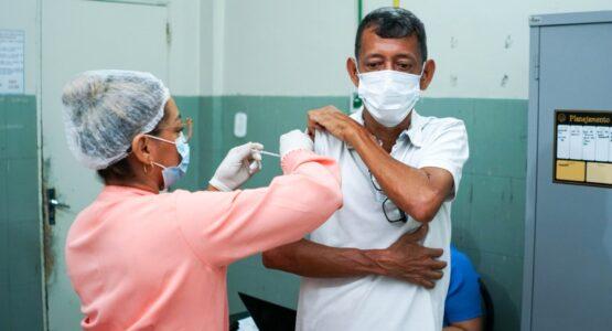 Prefeitura de Macapá inicia aplicação da dose de reforço para pessoas com 50 anos ou mais com comorbidades