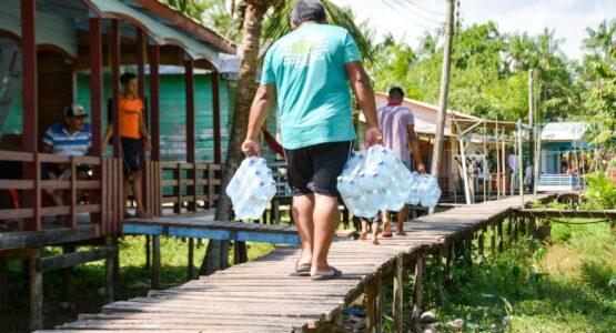 SOS Bailique: Prefeitura de Macapá envia 117 mil litros de água potável às comunidades