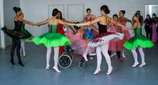 Espetáculo de balé marca programação em alusão ao Dia da Pessoa com deficiência realizado no CER